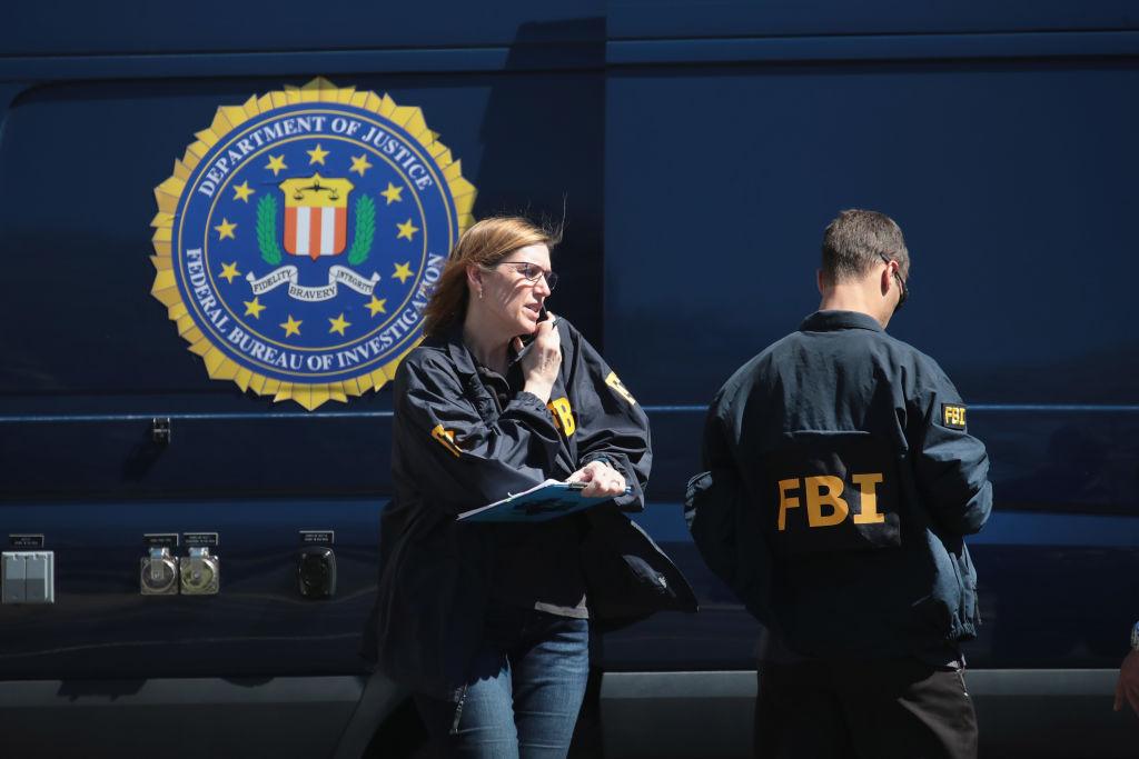 FBI anchetează colete suspecte trimise unor instituţii oficiale din Washington