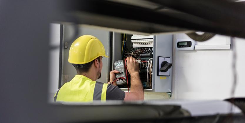 Cum îți poți reduce factura de energie electrică la jumătate. Exemplul oferit de un director Enel