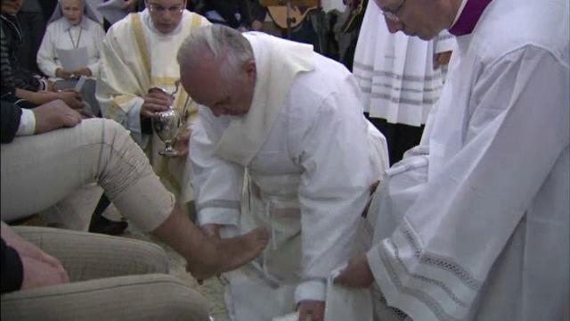Este Joia Mare pentru romano-catolici. Enoriaşii vor fi martori la ritualul spălării picioarelor