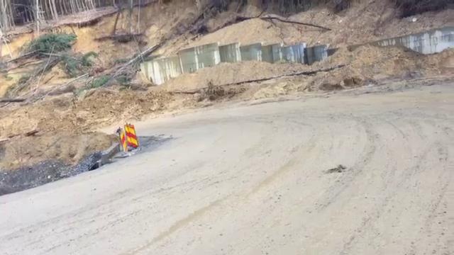 Alunecare de teren pe un drum național dintre Oradea și Deva. Reacția CNAIR