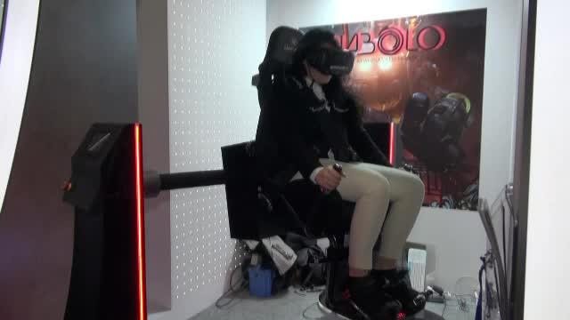 iLikeIT: scaun de gaming de 10.000 euro, care reproduce acasă orice rollercoaster din lume