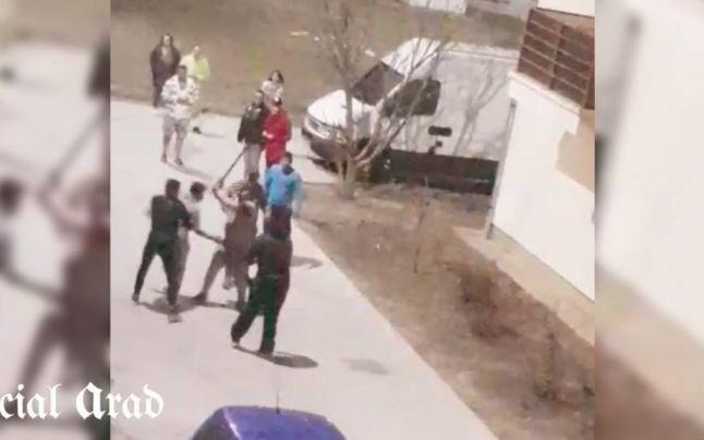 Bătaie între două clanuri de romi din Arad. Conflictul a pornit după ce doi tineri s-au sărutat