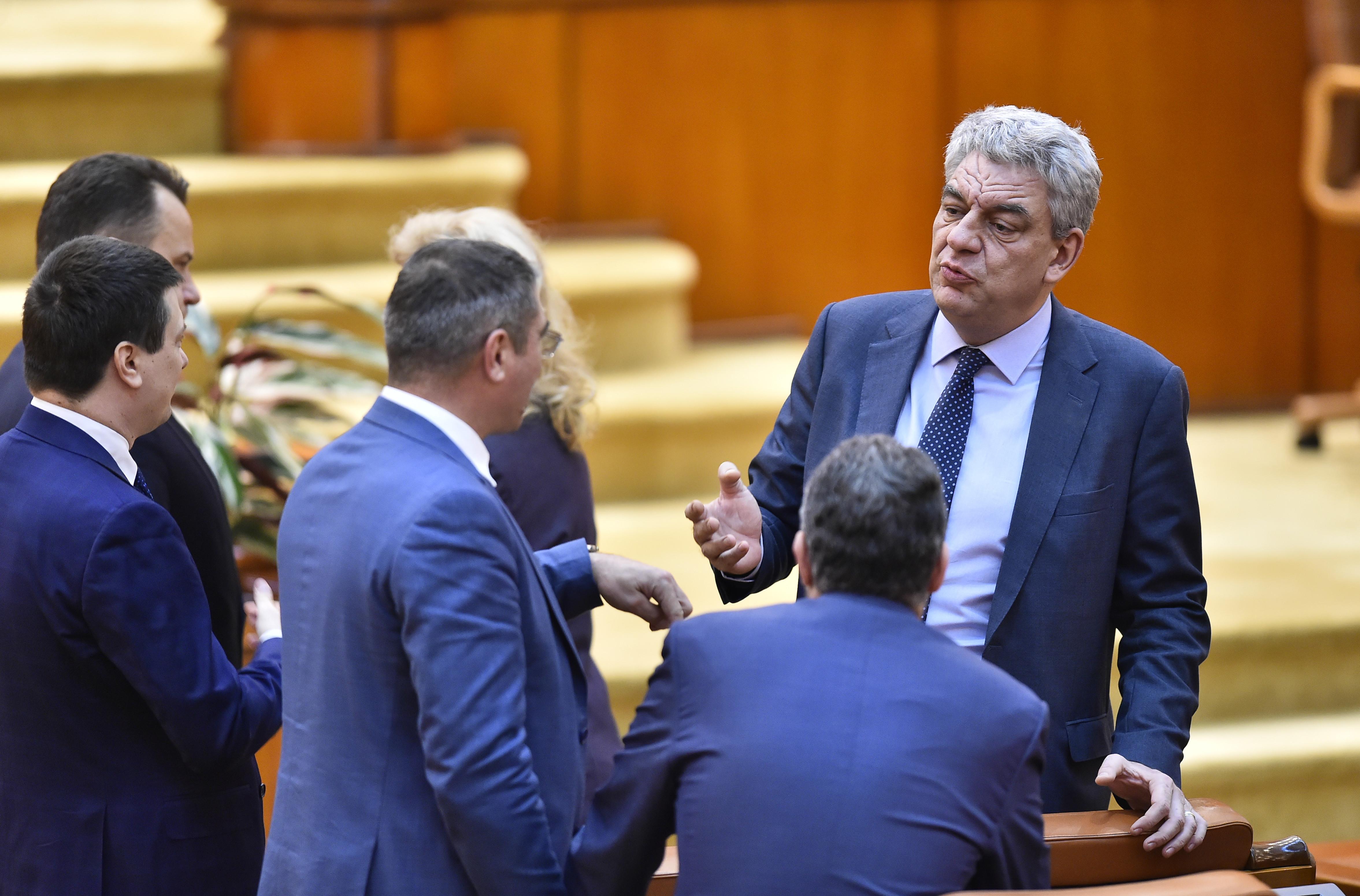 """Fostul premier Tudose, către Dăncilă: """"Una e să tai mere şi alta e să pleci cu pomul"""""""