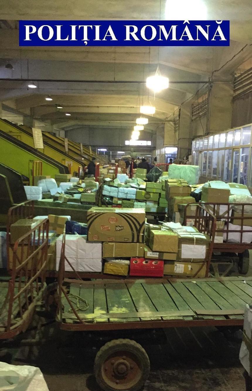 Peste 1.000 de colete trimise prin curierat, percheziționate. Ce au descoperit polițiștii