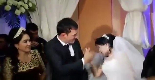 Un mire îi trage o palmă miresei sale chiar la nuntă. Gestul care l-a scos din minți. VIDEO