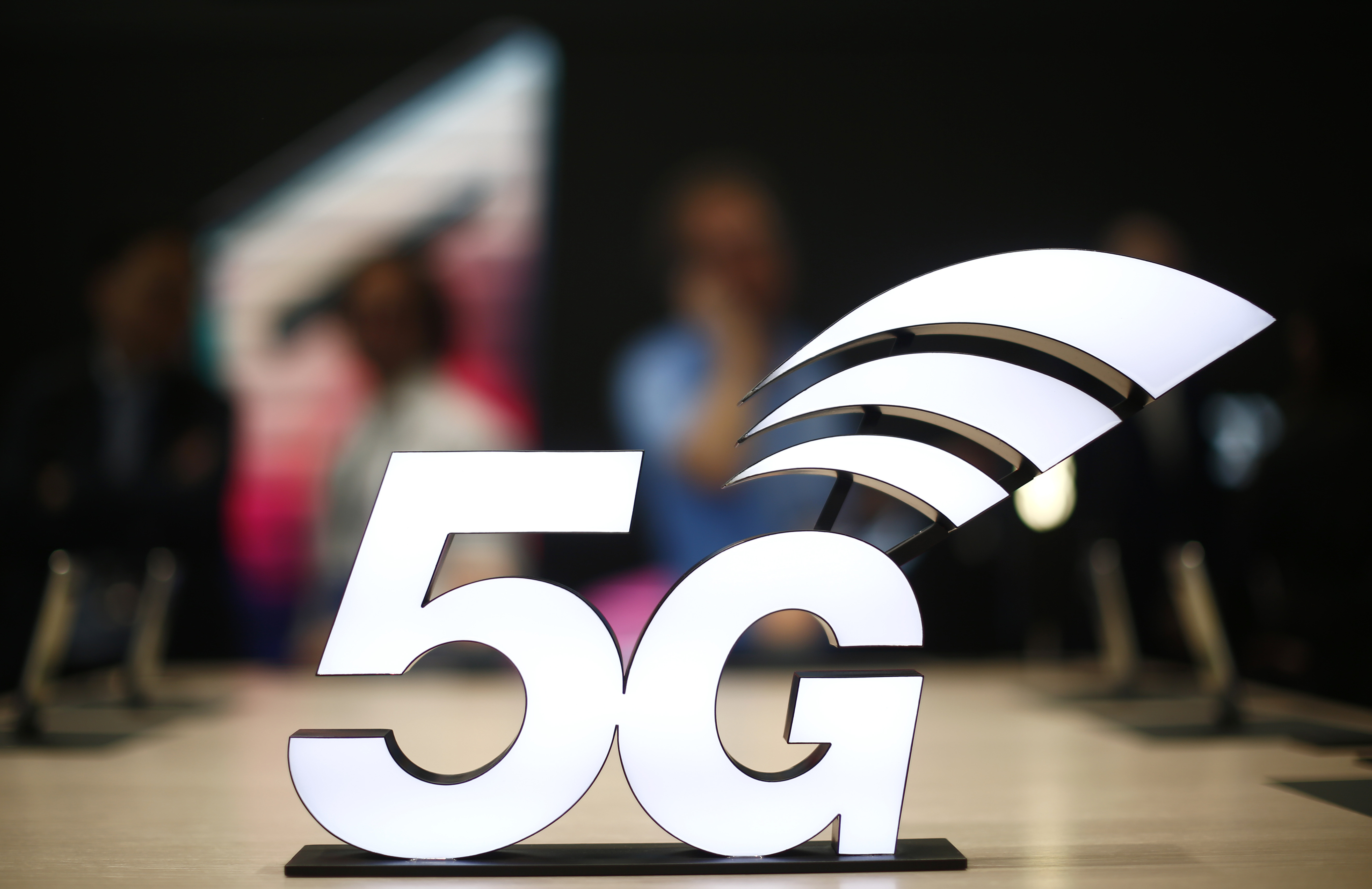 Legea privind implementarea reţelelor 5G în România a fost adoptată de Senat. În ce condiții va fi implementată