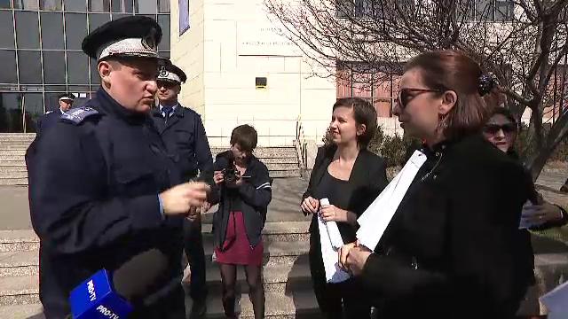 Protestul femeilor împotriva pedepselor uşoare luate de violatori. Jandarmii le-au amendat