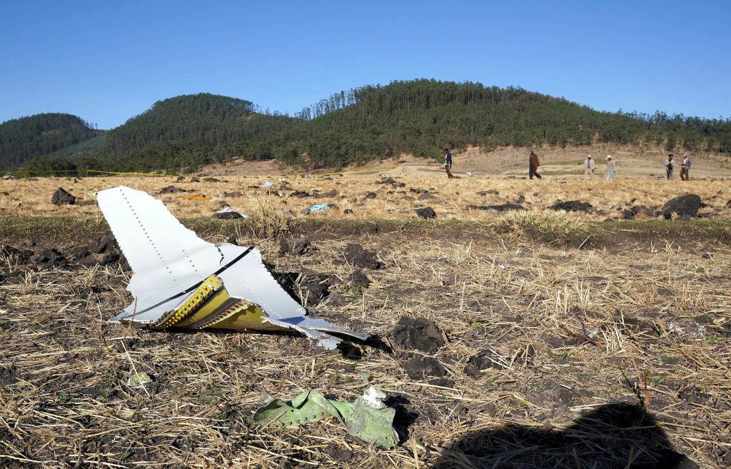 Cutiile negre ale avionului Boeing prăbușit în Etiopia au fost găsite