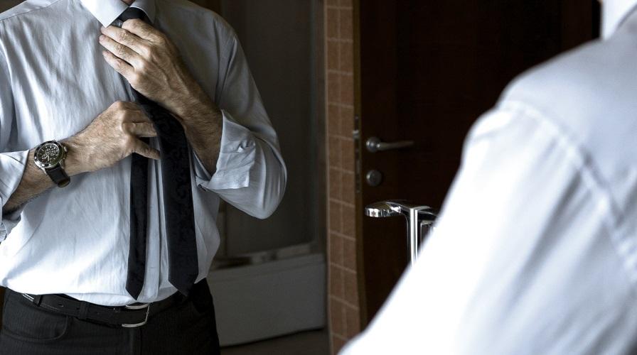 Povestea bărbatului care are fobie de oglinzi.