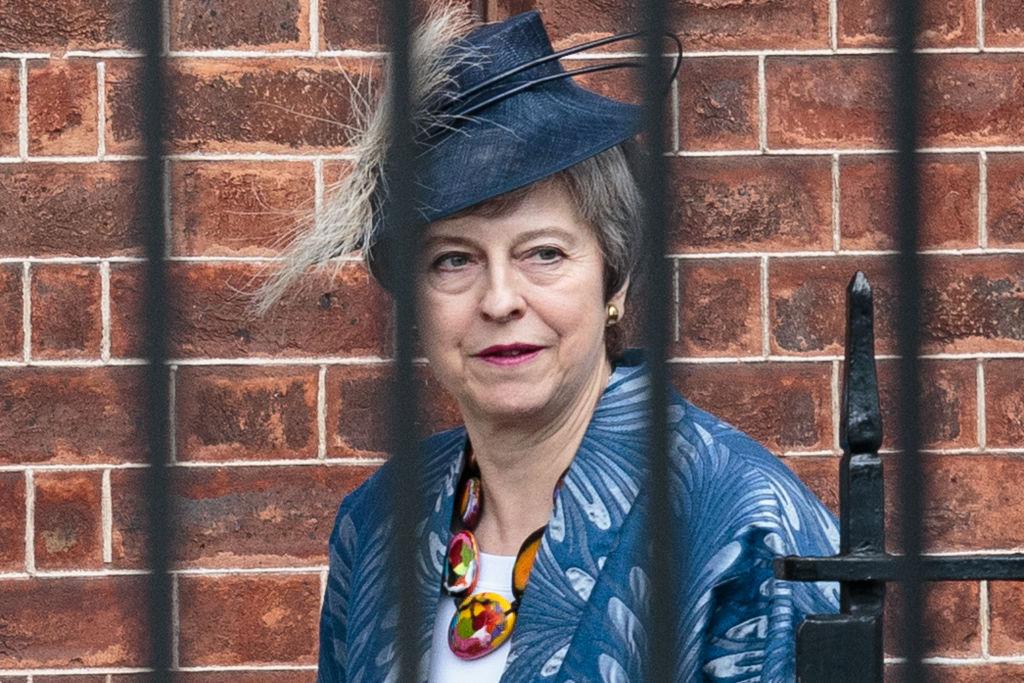 Theresa May ar putea fi răsturnată de la putere de propriii miniştri.