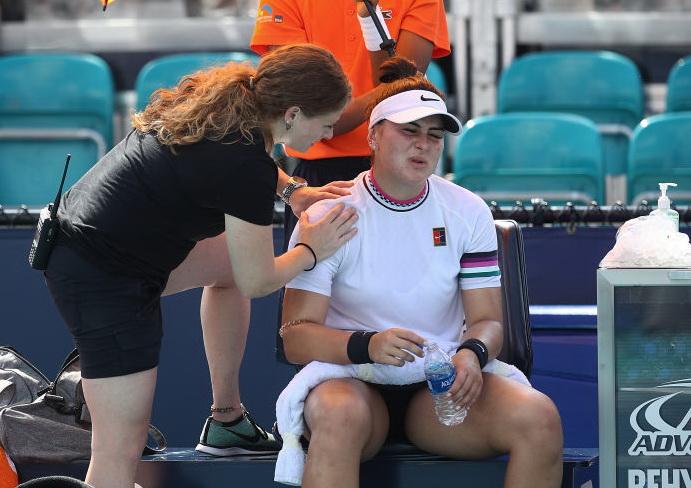 Bianca Andreescu a abandonat în setul doi cu Anett Konvateit, din optimi, la Miami