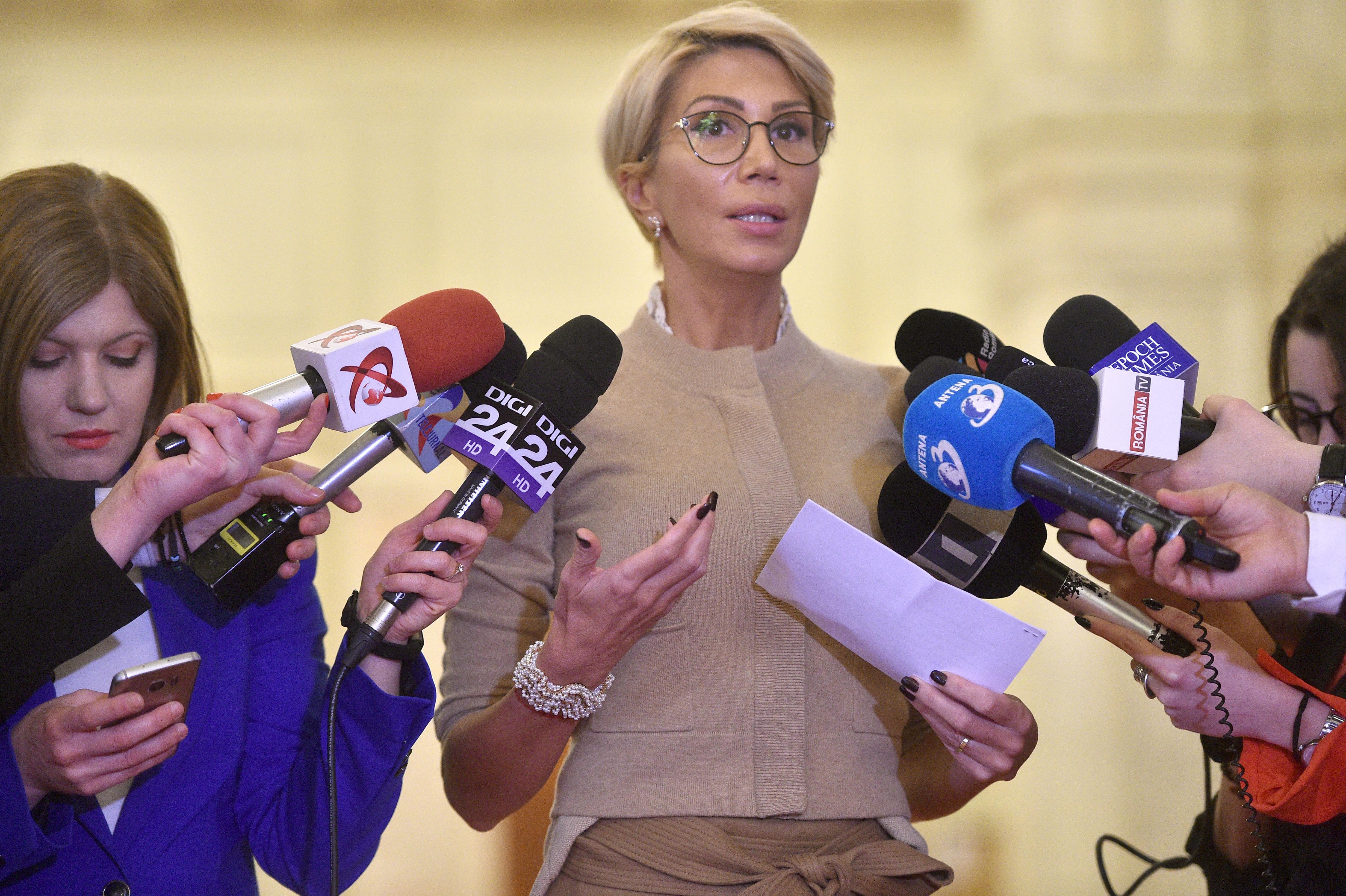 """Vicepremierul Raluca Turcan a lămurit dacă se vor închide școlile. Guvernul crede în învățământul """"față în față"""""""