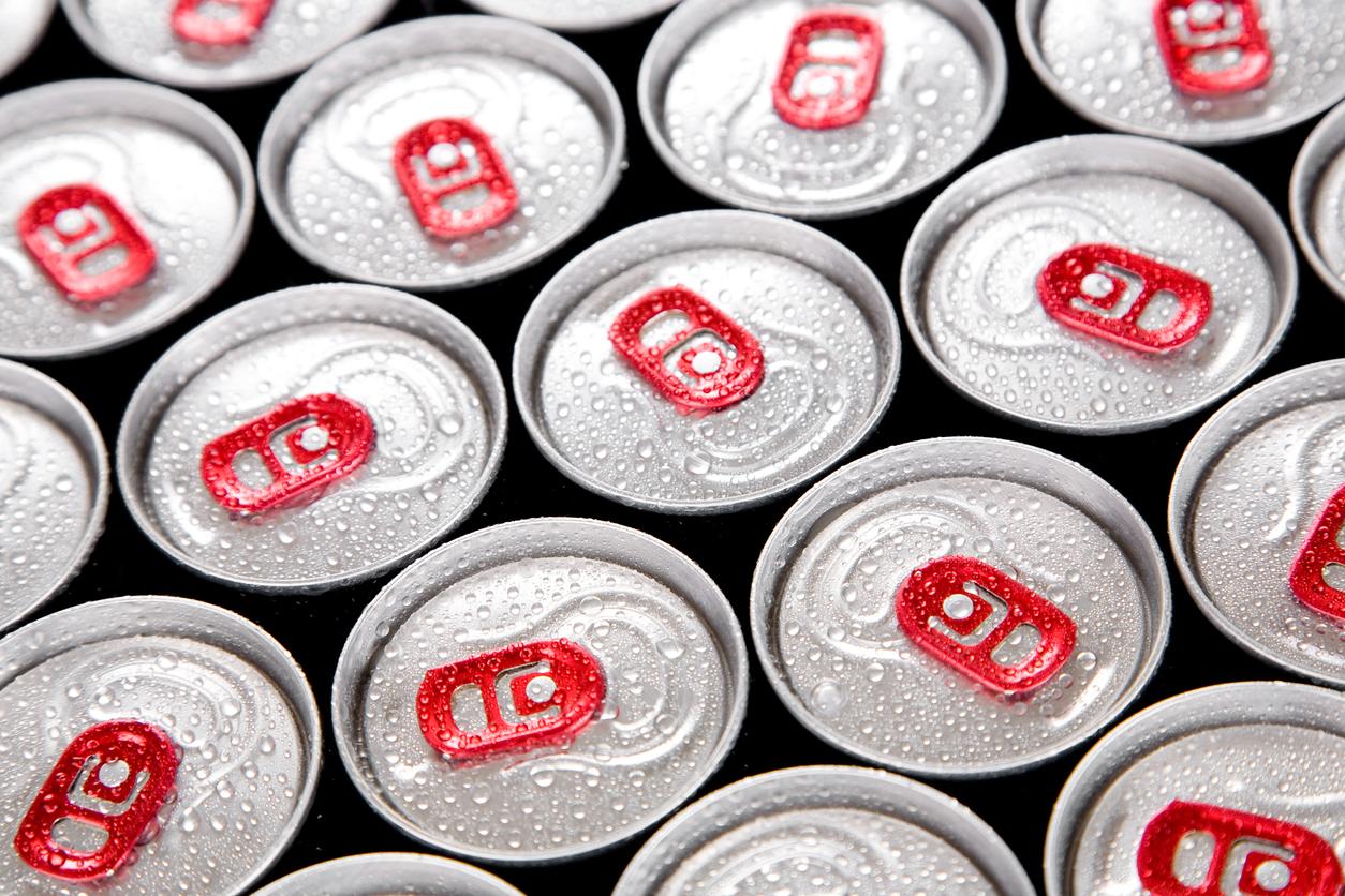 Un bărbat a făcut infarct după ce a băut, timp de un an, între 8 și 12 cutii de energizante pe zi