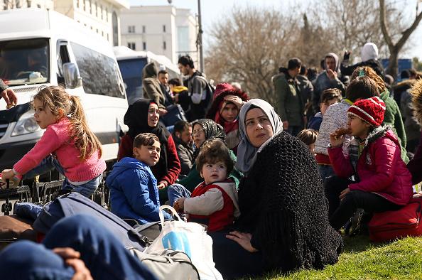 UE acuză Turcia că folosește migranții sirieni în scopuri politice. Reacția Ankarei