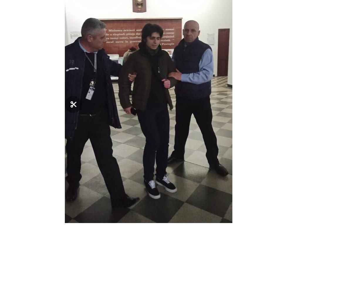Studentul care a candidat împotriva lui Tudorel Toader la conducerea Universității Cuza, dat afară de bodyguarzi