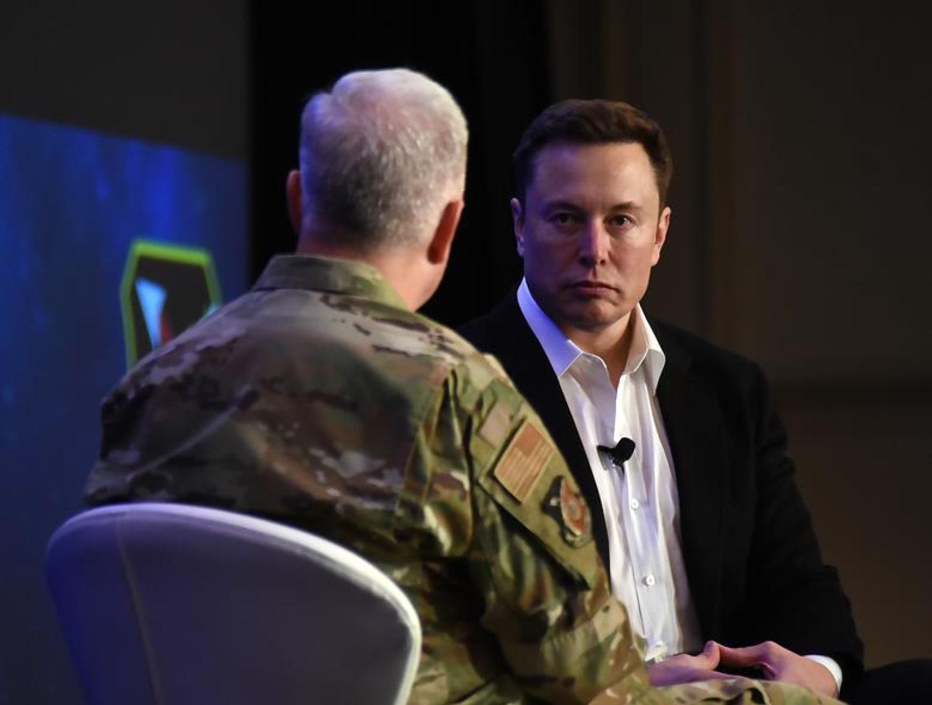 """Elon Musk, în fața piloților Air Force: """"Era avioanelor de luptă a trecut"""""""
