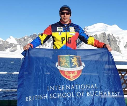 Românul care a stabilit 4 recorduri mondiale după ce înotat o milă la Cercul Polar