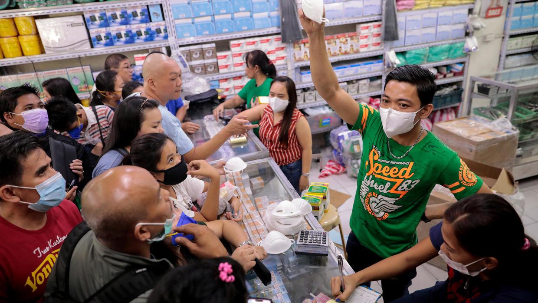 """Măsuri draconice în Filipine, pentru """"a ne salva de noi înșine"""": 50 de milioane de oameni în carantină"""
