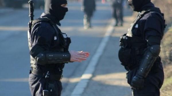 Tânăr din Cluj, arestat după ce a mușcat de deget un polițist de la trupele speciale