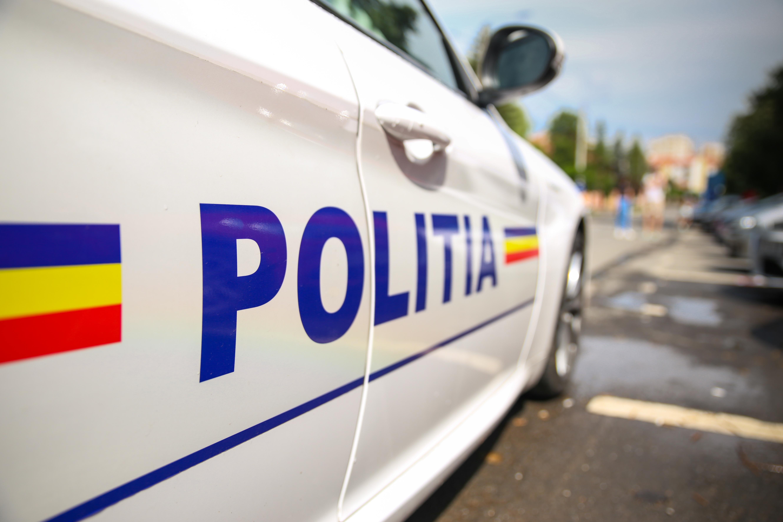 Zeci de persoane din județul Galați, amendate. Au incendiat cauciucuri în stradă și au transmis live pe Facebook