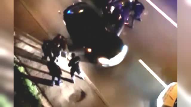 Jandarmi din Constanța, filmați lovind doi fugari. I-au lovit și când erau la pământ