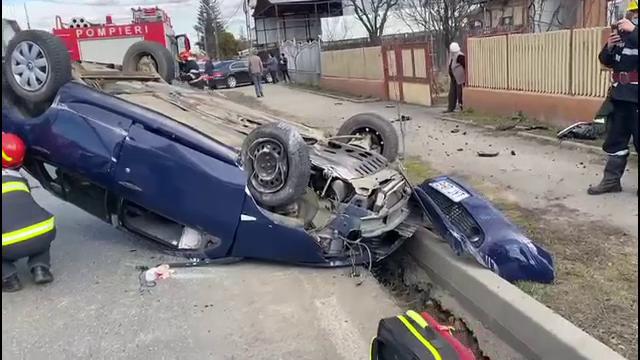 O femeie de 60 de ani s-a răsturnat cu mașina în Găești, după ce ar fi adormit la volan. Ce le-a spus polițiștilor