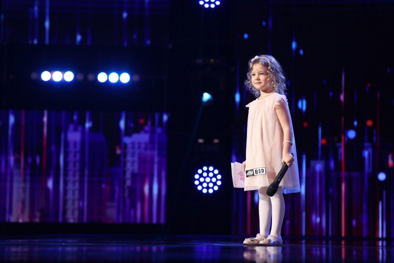 """Anastasia Ursu, în vârstă de 4 ani, a topit inimile juraților de la """"Românii au talent"""". VIDEO cu momentul ei"""