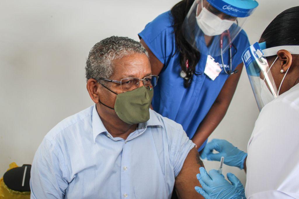 Explozie de infectări într-una din țările cu cele mai mari rate de vaccinare. Ce seruri au primit oamenii