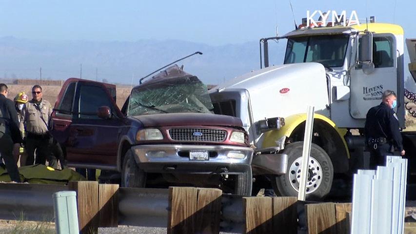 Accident cu cel puţin 15 morţi în California. Un SUV în care erau îngrămădiți 27 de oameni a lovit un TIR