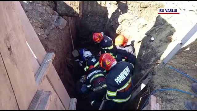 Un tânăr de 25 de ani din Botoșani a murit, după ce un mal de pământ s-a prăbușit peste el