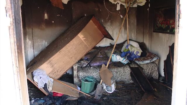 Un bărbat cu picioarele amputate a murit ars de viu în pat din cauza unui reșou electric