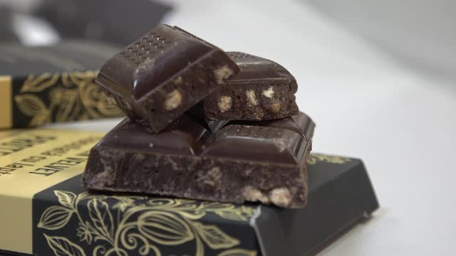 Ciocolata care nu te îngrașă a fost inventată de români. Din ce este făcută
