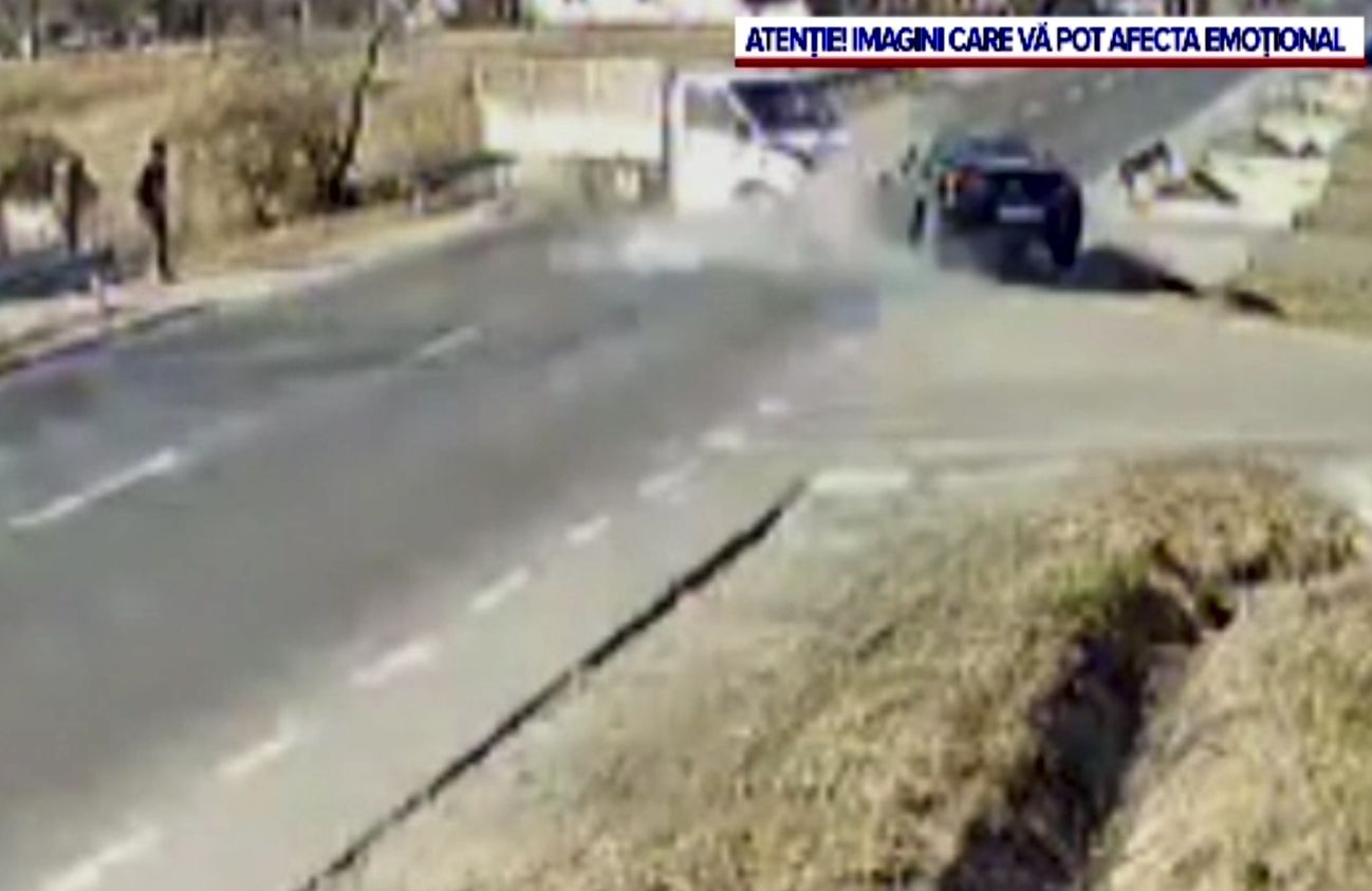 Accident grav lângă Pitești, produs de un șofer care nu s-a asigurat. Au fost rănite persoanele care circulau regulamentar