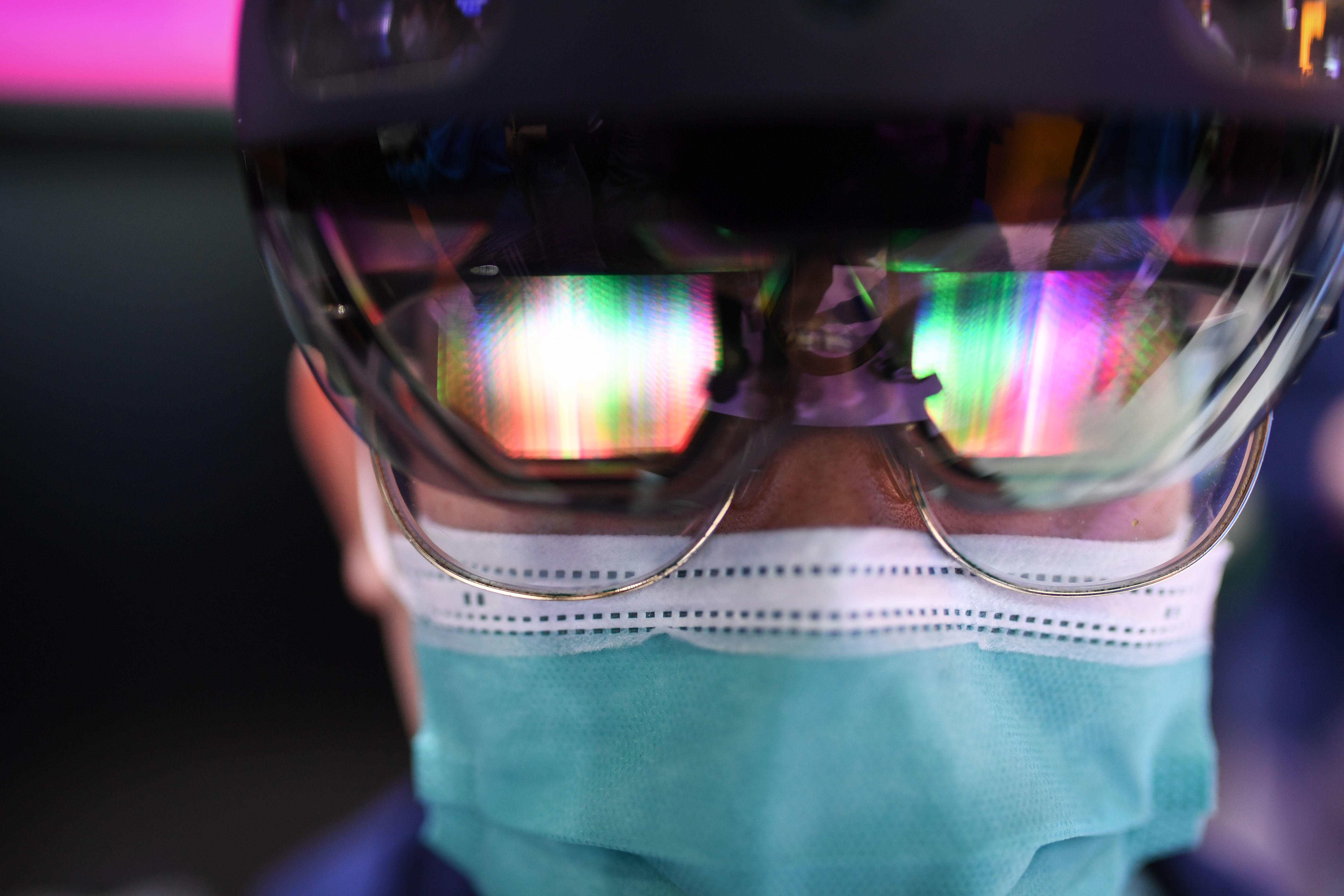 iLikeIT. Eveniment istoric: 15 chirurgi din 13 țări au operat cu ajutorul tehnologiei HoloLens