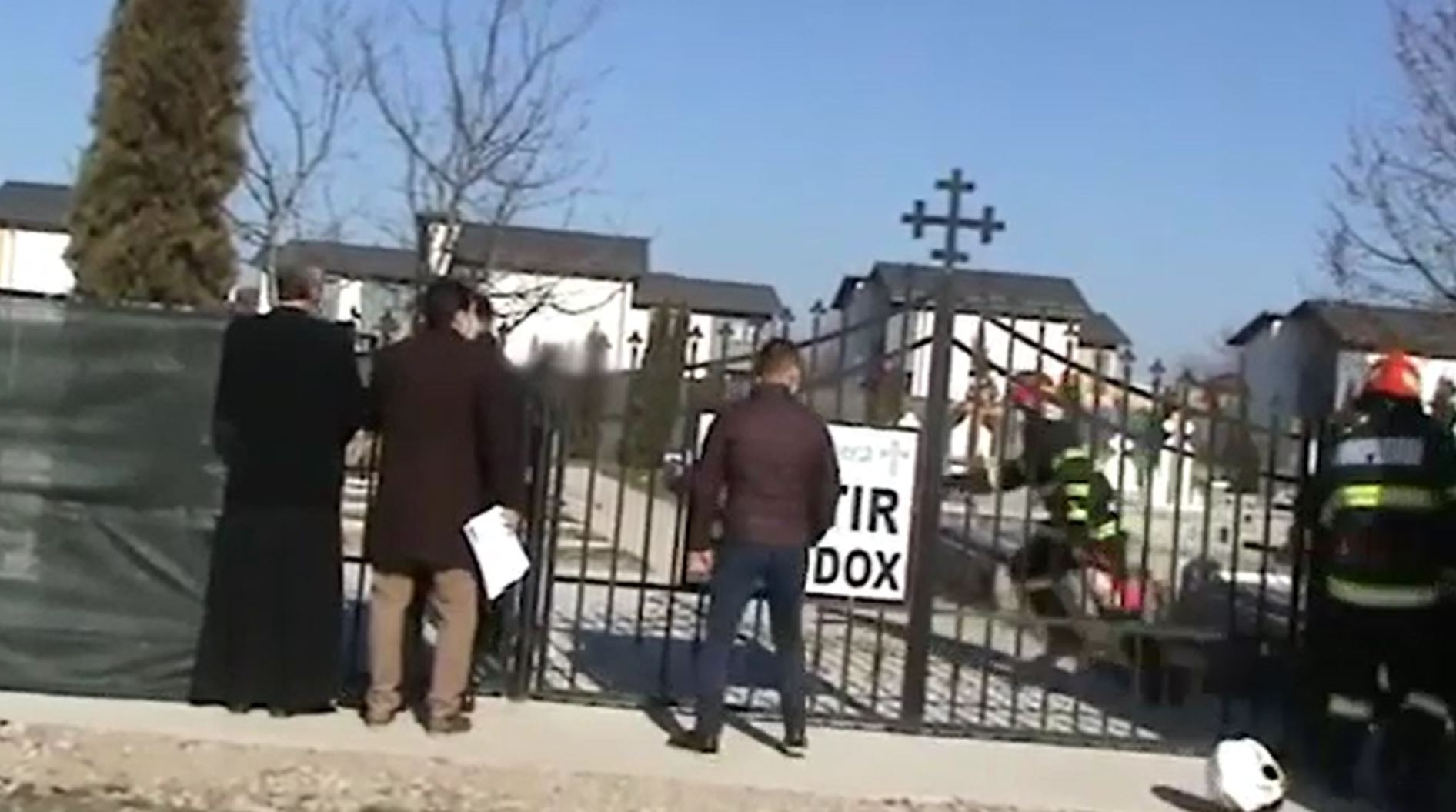 Supărat că se extinde cimitirul din localitate, un bărbat a vrut să-și pună capăt zilelor