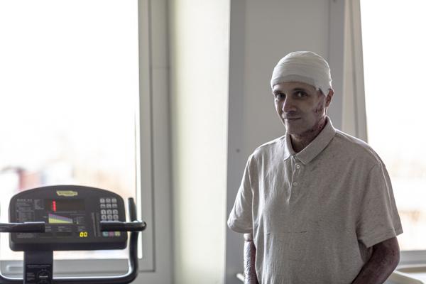Primele imagini cu medicul-erou Cătălin Denciu, rănit în incendiul de la Piatra Neamţ