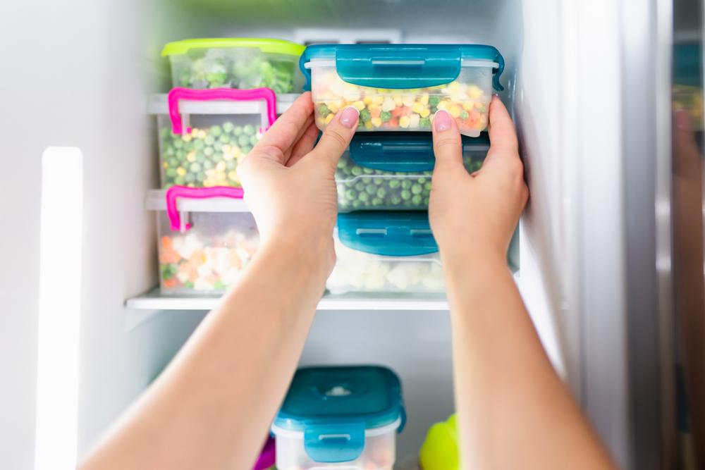 Ghid pentru prevenirea risipei alimentare. Metode eficiente prin care ne putem folosi de resturile de mâncare din frigider