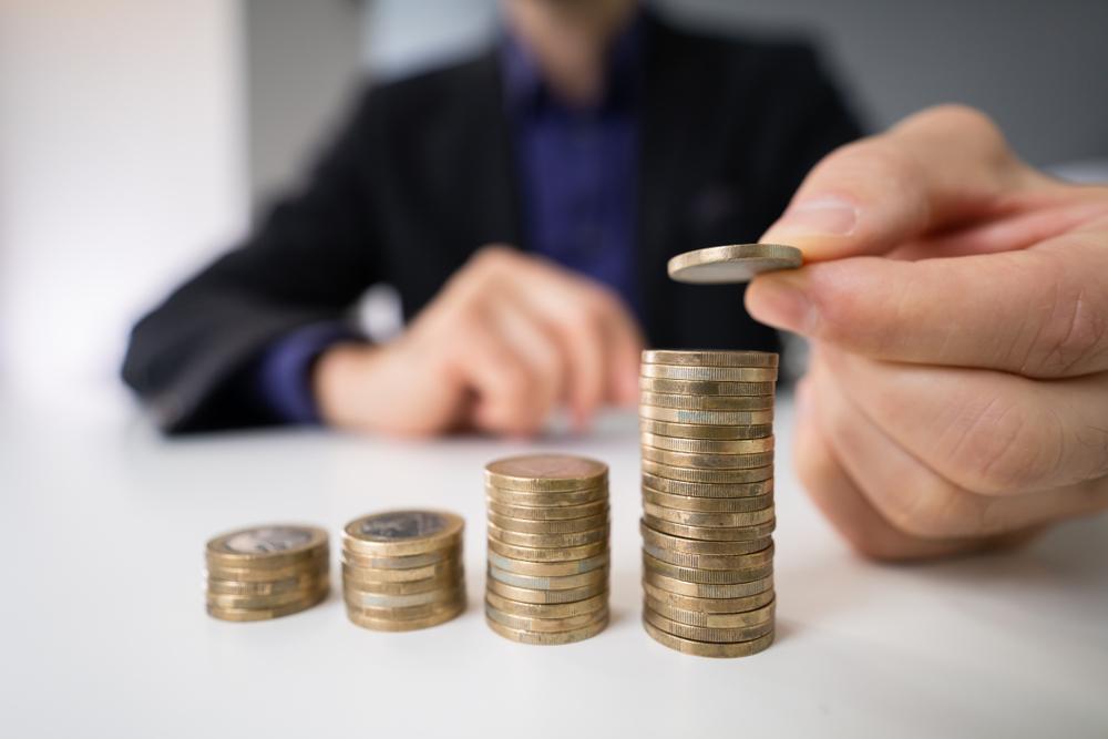 Directivă a Comisiei Europene: Angajații vor putea afla dacă au salarii mai mici decât colegii lor