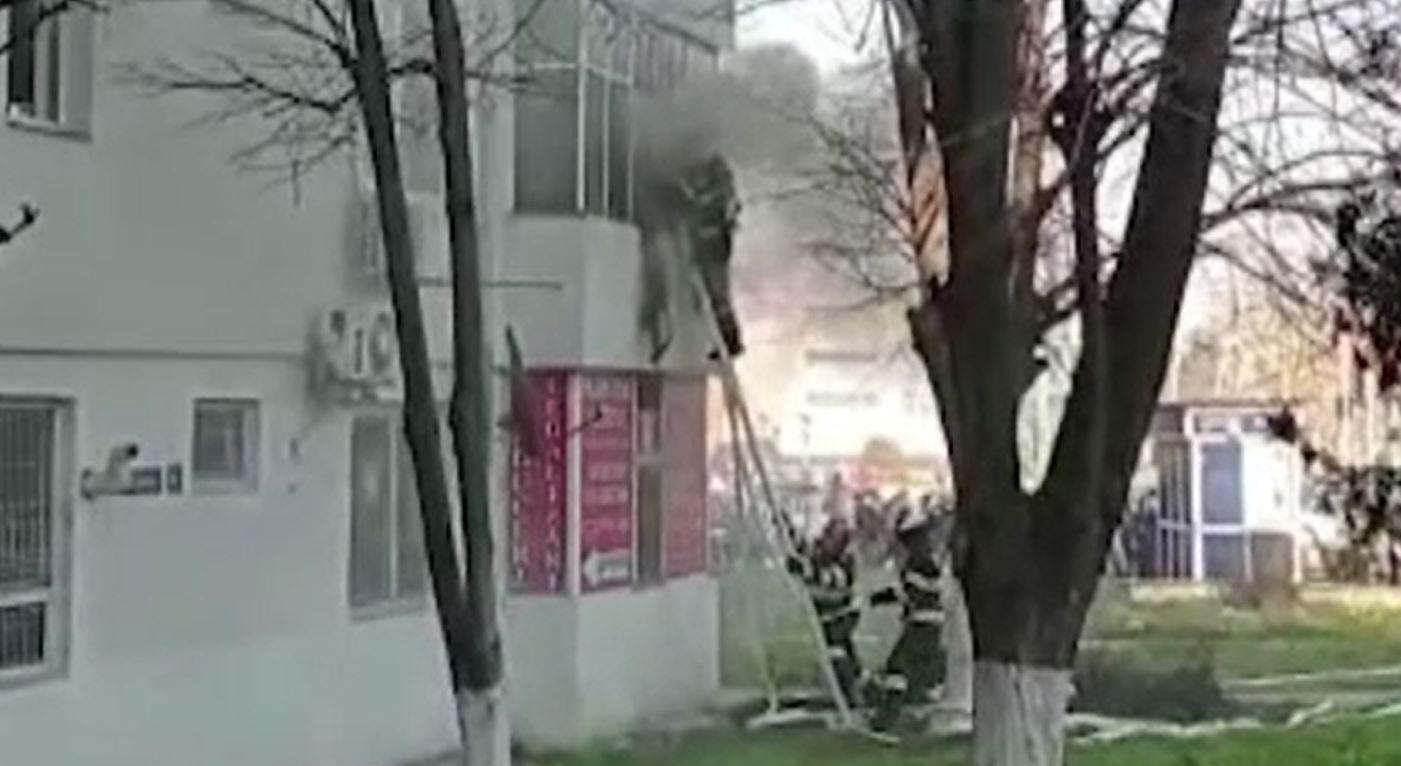 Tragedie evitată de doi polițiști din Constanța. Cum au intervenit să stingă un incendiu