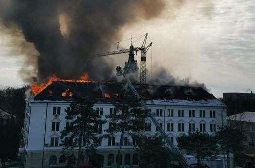 De la ce a izbucnit incendiul violent de la Palatul Administrativ din Suceava. Anunțul făcut de ISU