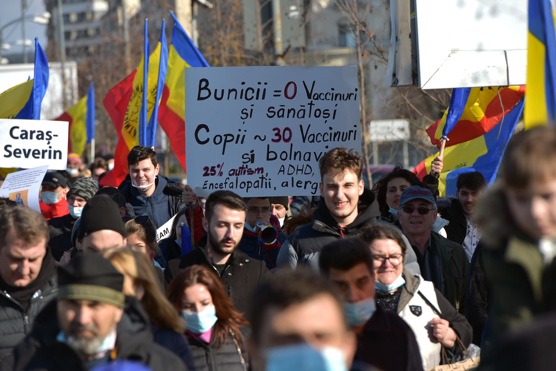Protest în Capitală faţă de vaccinarea obligatorie. Amendă de 7.000 de lei pentru nerespectarea măsurilor anti-Covid