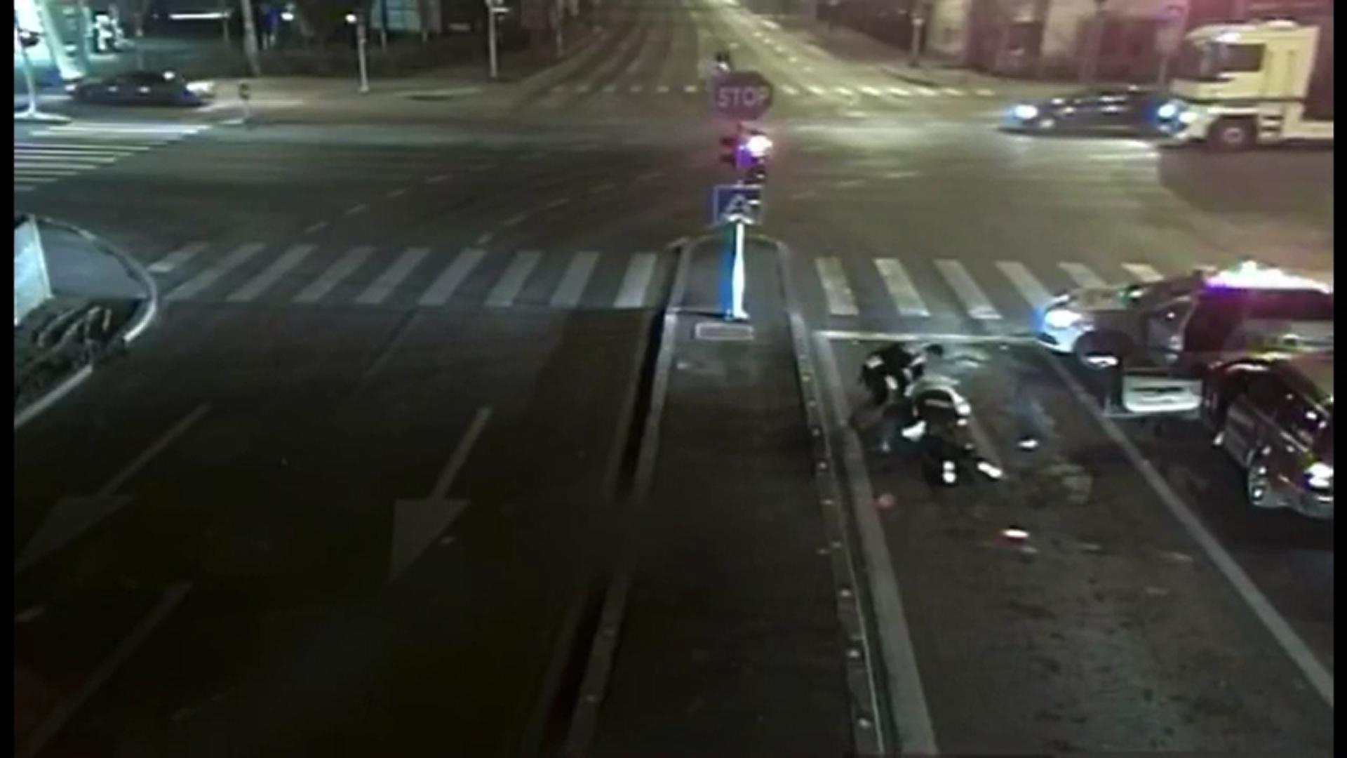 Un băiat de 17 ani, băut și fără permis, a furat o mașină și s-a luptat cu polițiștii din Timișoara