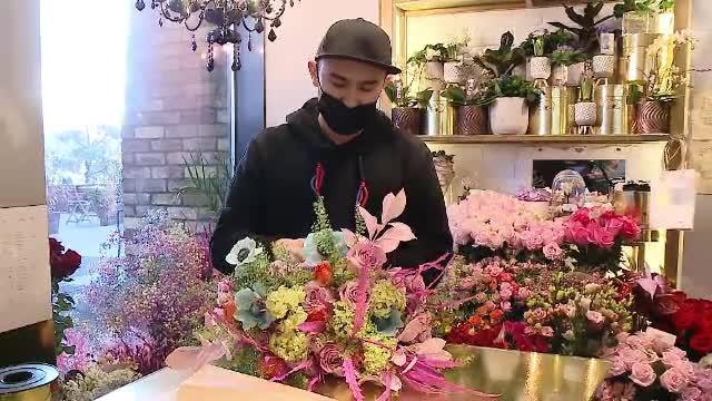 Furnicare în florării, înainte de 8 martie. Bărbații au cumpărat flori și cadouri