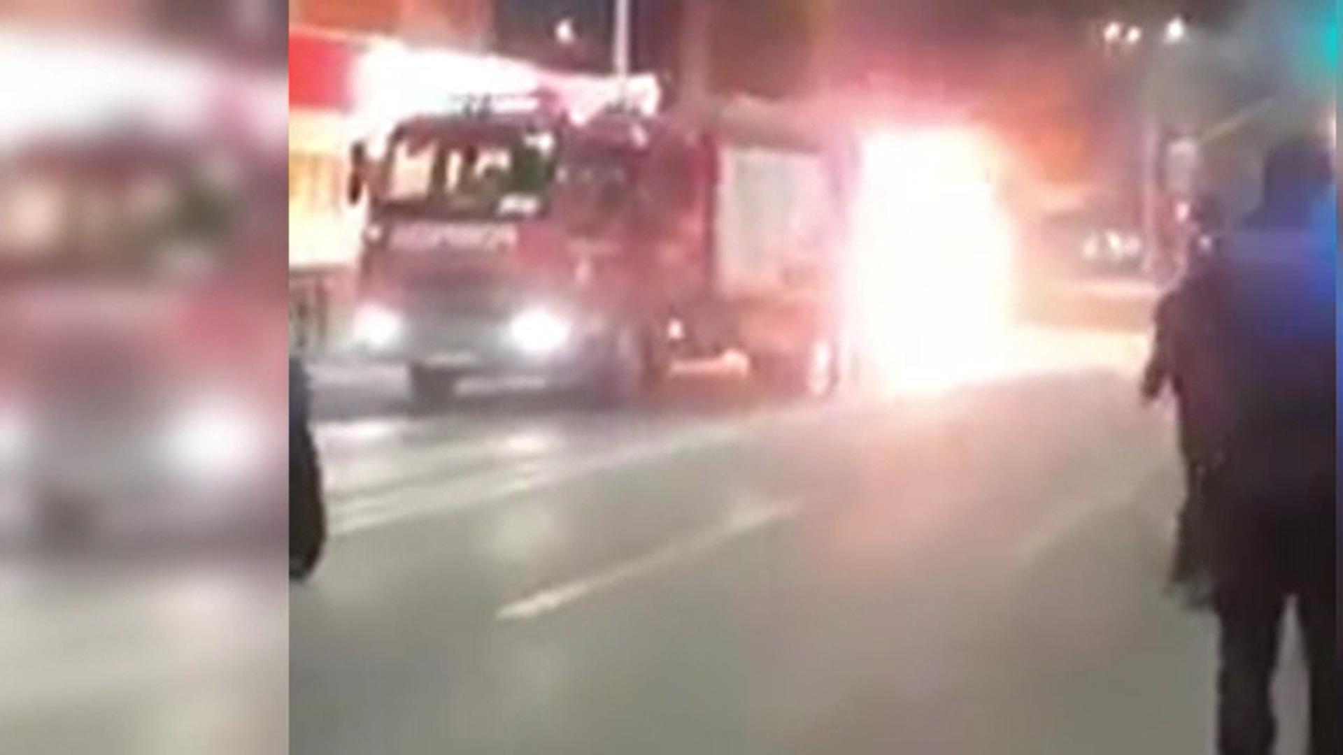 Mașină mistuită de flăcări în Bacău. De la ce a izbucnit incendiul