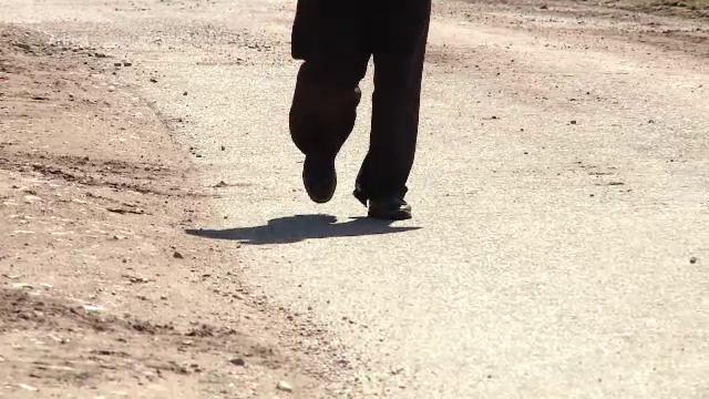 Mamă, bătută și călcată în picioare de fiul ei, chiar de 8 Martie. Nu l-a oprit nici ordinul de protecție