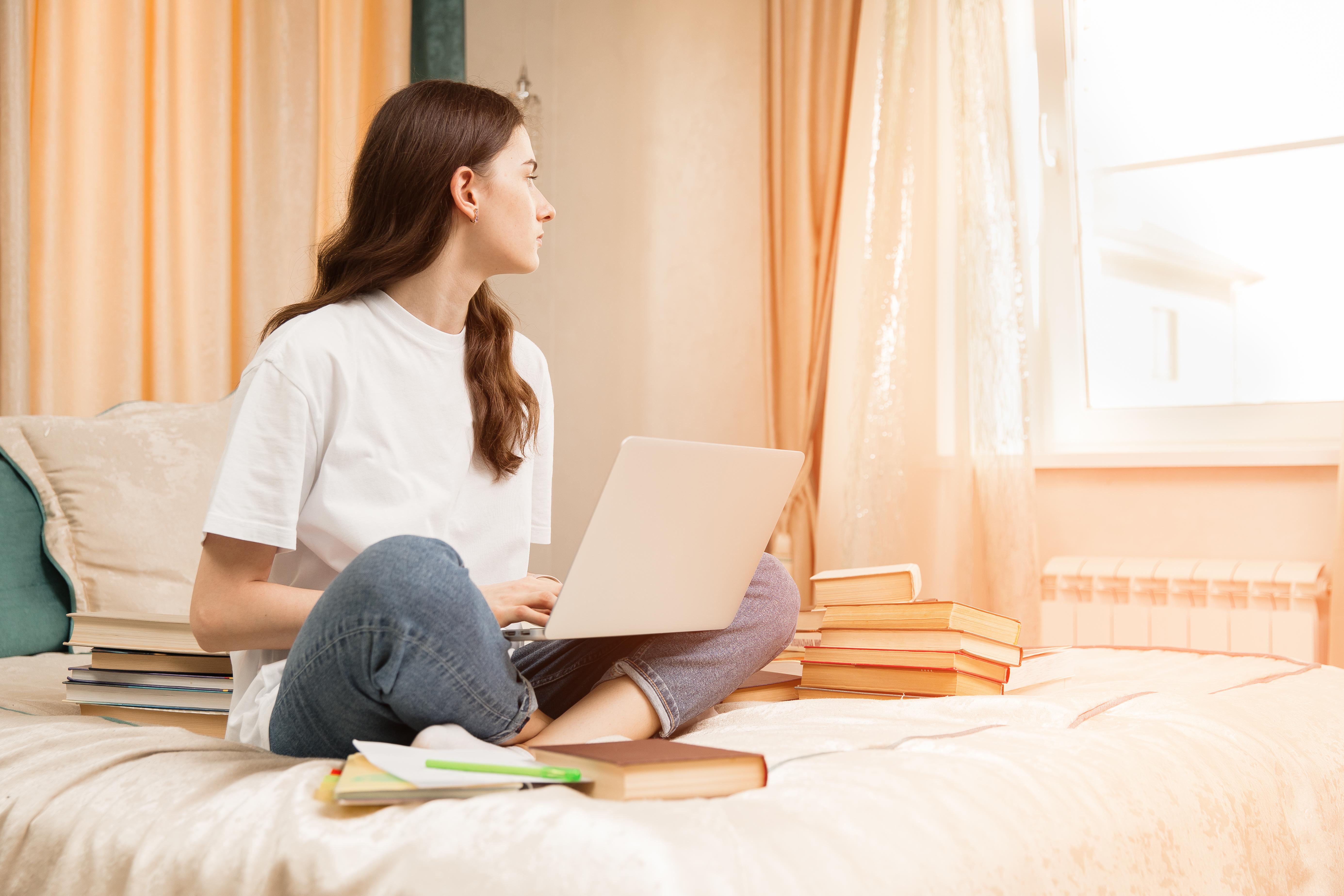 Tinerii nu mai sunt pretențioși când își caută un loc de muncă. Cerere mult mai mare decât anul trecut
