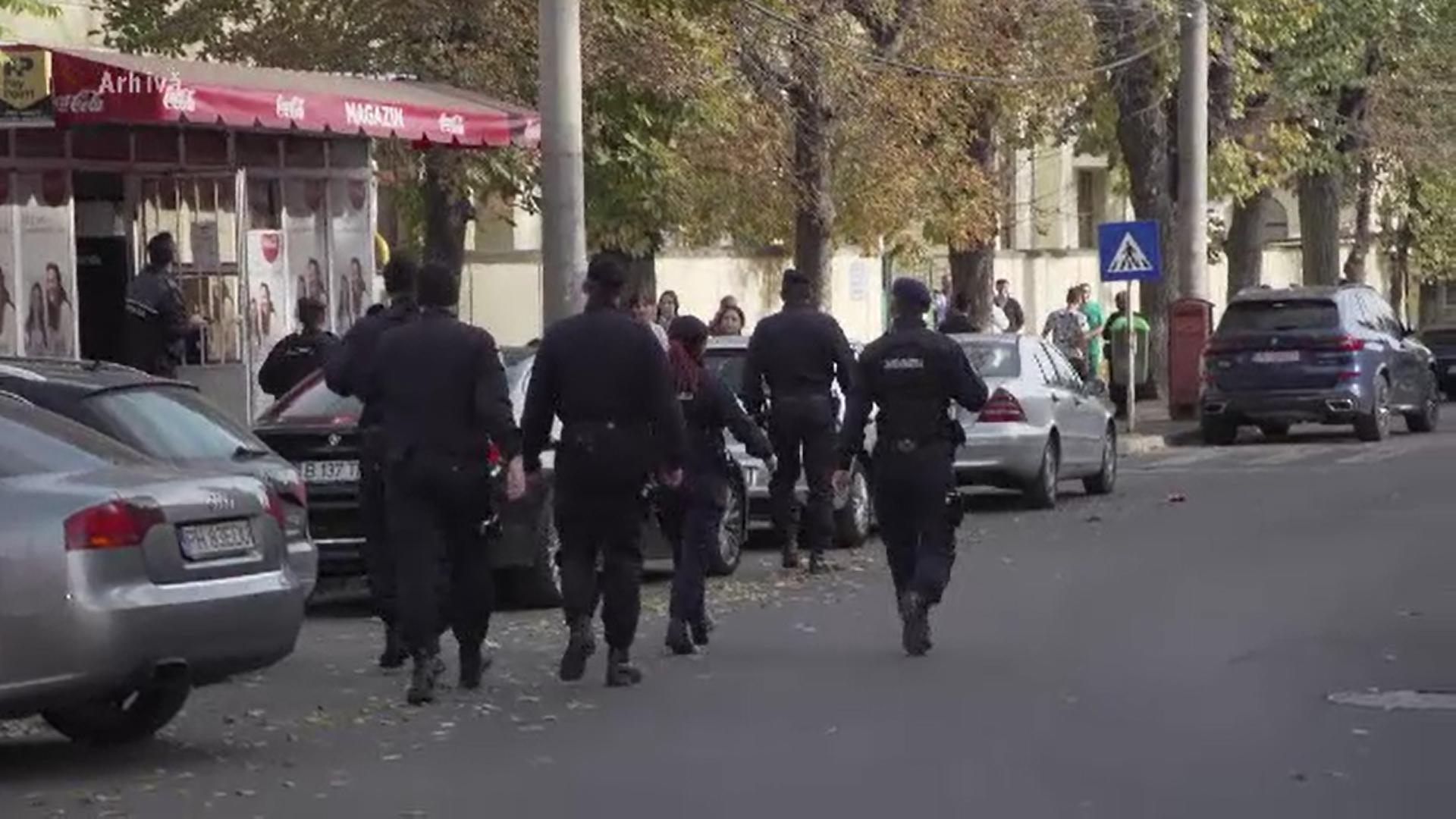 O familie din Ploiești a fost bătută și terorizată de membrii unei grupări violente
