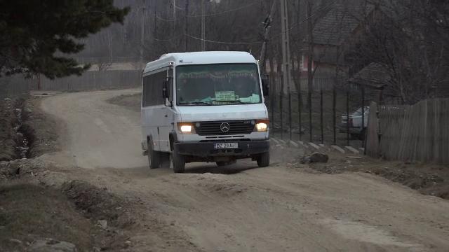 """Cum arată un drum din Buzău în 2021. """"Nici salvarea nu poate veni, trebuie să aştept la căruţă"""""""