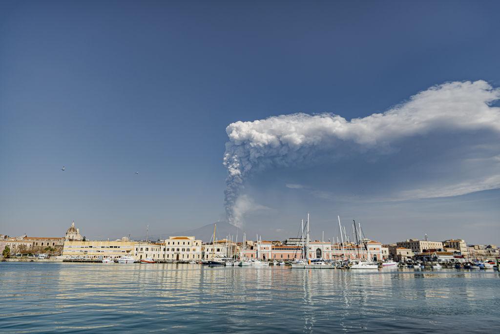 Vulcanul Etna a erupt, miercuri, pentru a 11-a oară în ultimele trei săptămâni