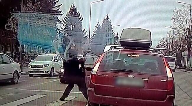 La o lună după o bătaie în trafic în Vâlcea, poliţia nu a luat nicio măsură, deşi totul e filmat